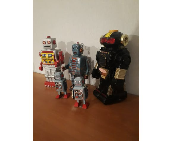 batch of 5 robots in tole and vintage plastic 1960 to 70