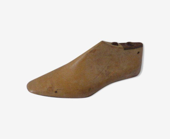 Shoe, form for shoe in wood and metal