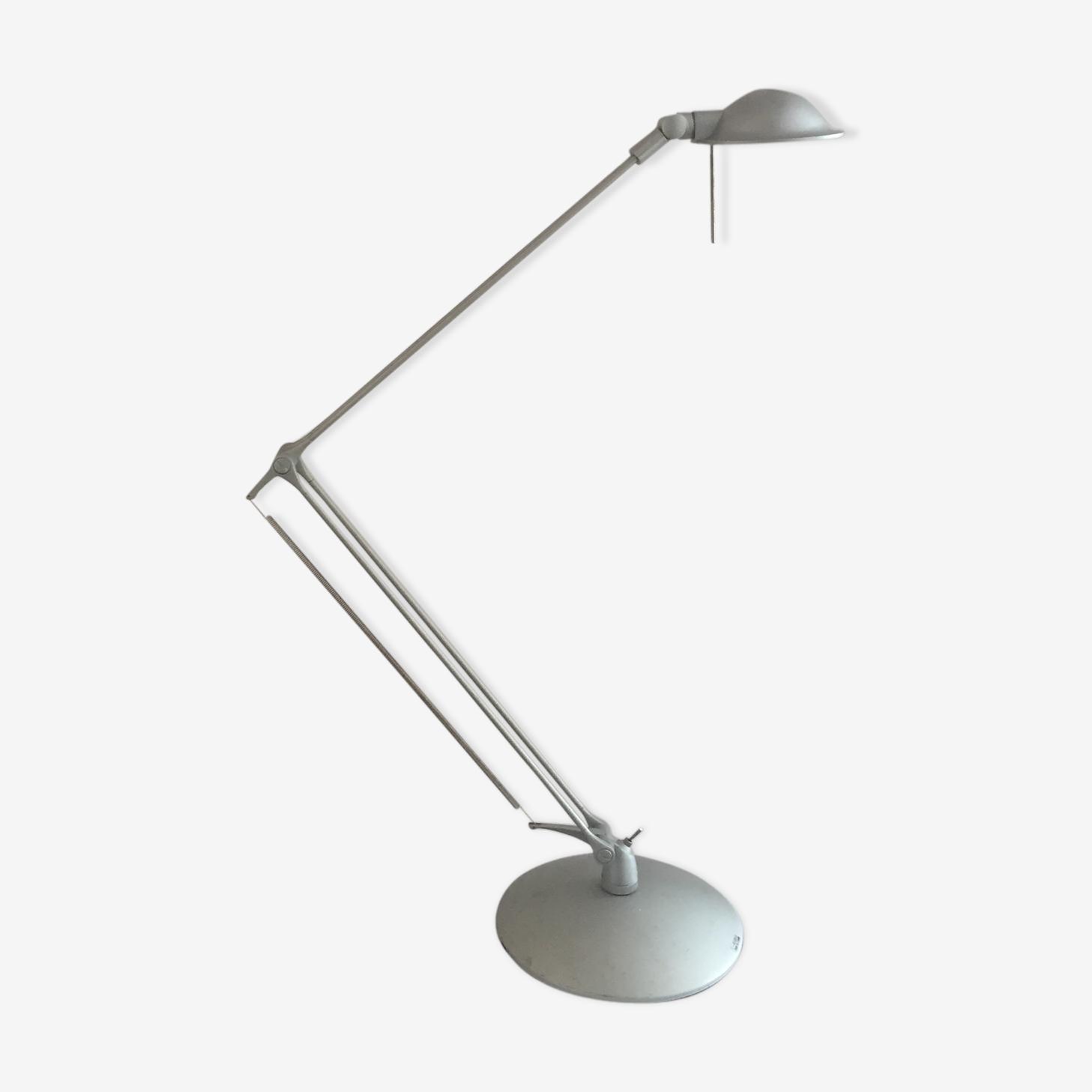 Articulated desk lamp