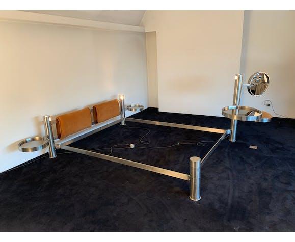Cadre de lit post-moderniste de Bernard Govin avec coiffeuse et tables de chevet