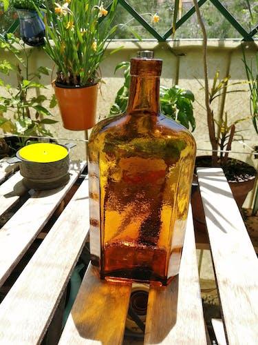 Bouteille ambrée 6 côtés vintage