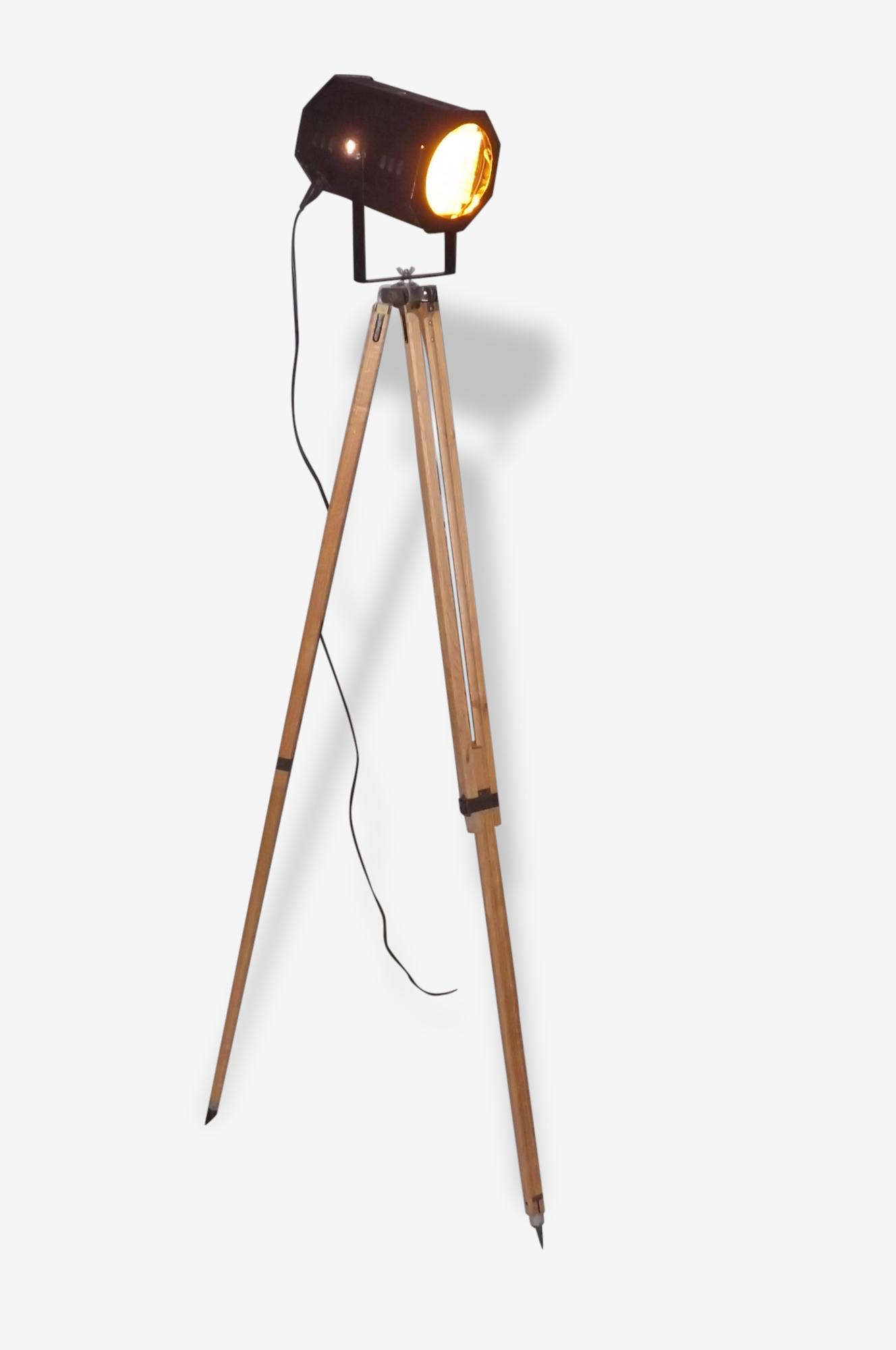 Lampe Design Industriel Spot de Cinema sur trépied chéne de L'Armée