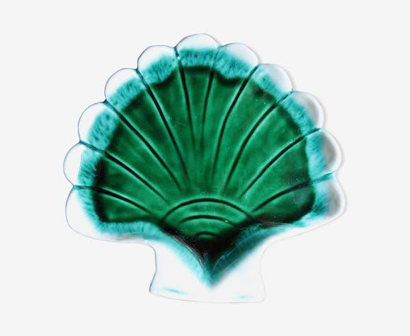 Empty pocket ceramic shell shape