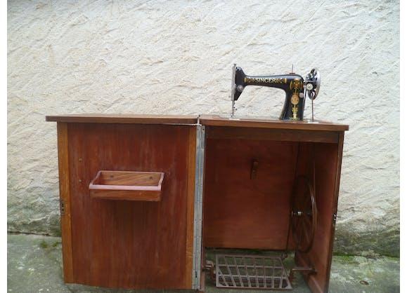 ancienne machine a coudre singer dans meuble poque art d co 1920 30 fonte marron art d co. Black Bedroom Furniture Sets. Home Design Ideas