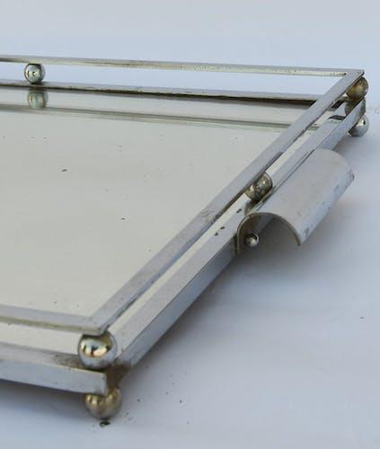 Centre de table en métal argenté à fond de miroir