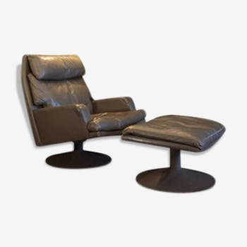 Swivel leather chair and his 60s ottoman