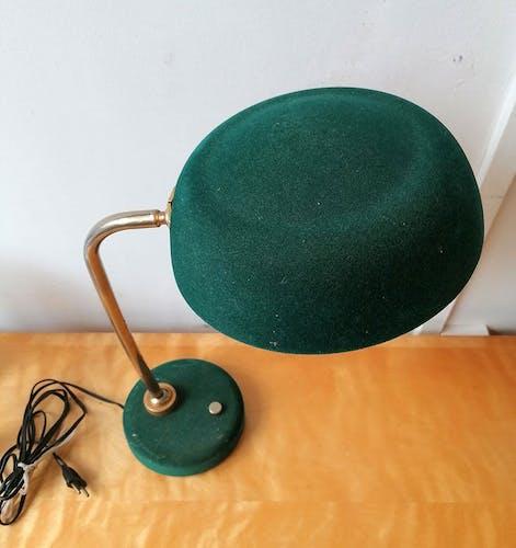 Lampe à poser en velours vert bouteille pied laiton 1960