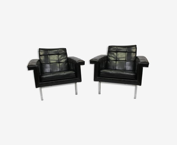 Paire de fauteuils design en simili cuir et métal chromé 1960