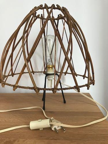 Lampe en rotin pied tripode
