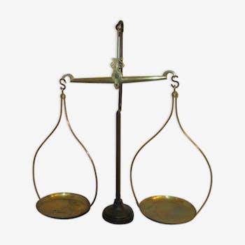 Balance en fer et laiton