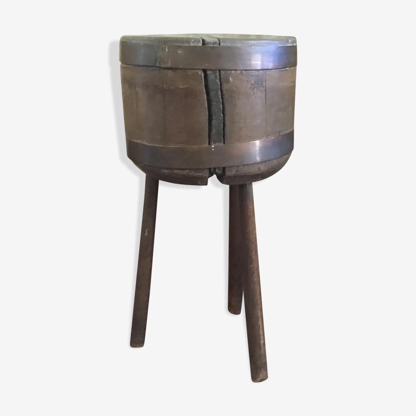 Ancien billot en bois brut