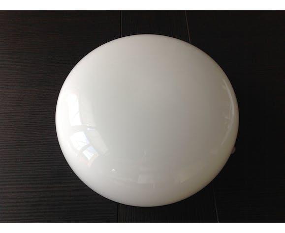 Plafonnier demi lune en opaline blanche vintage années 70