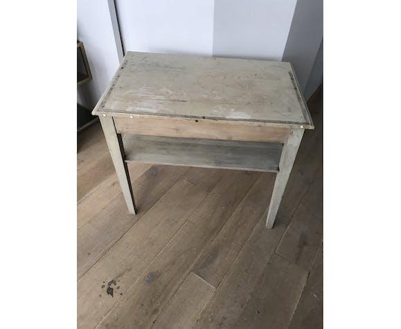 Table en bois blanchie