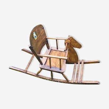 Cheval à bascule en bois pour enfants