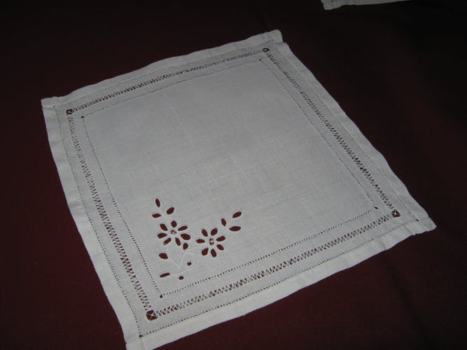 Lot of 9 old white Métis hand embroidered tea towels