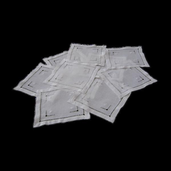 Lot de 11 petits napperons carrés q