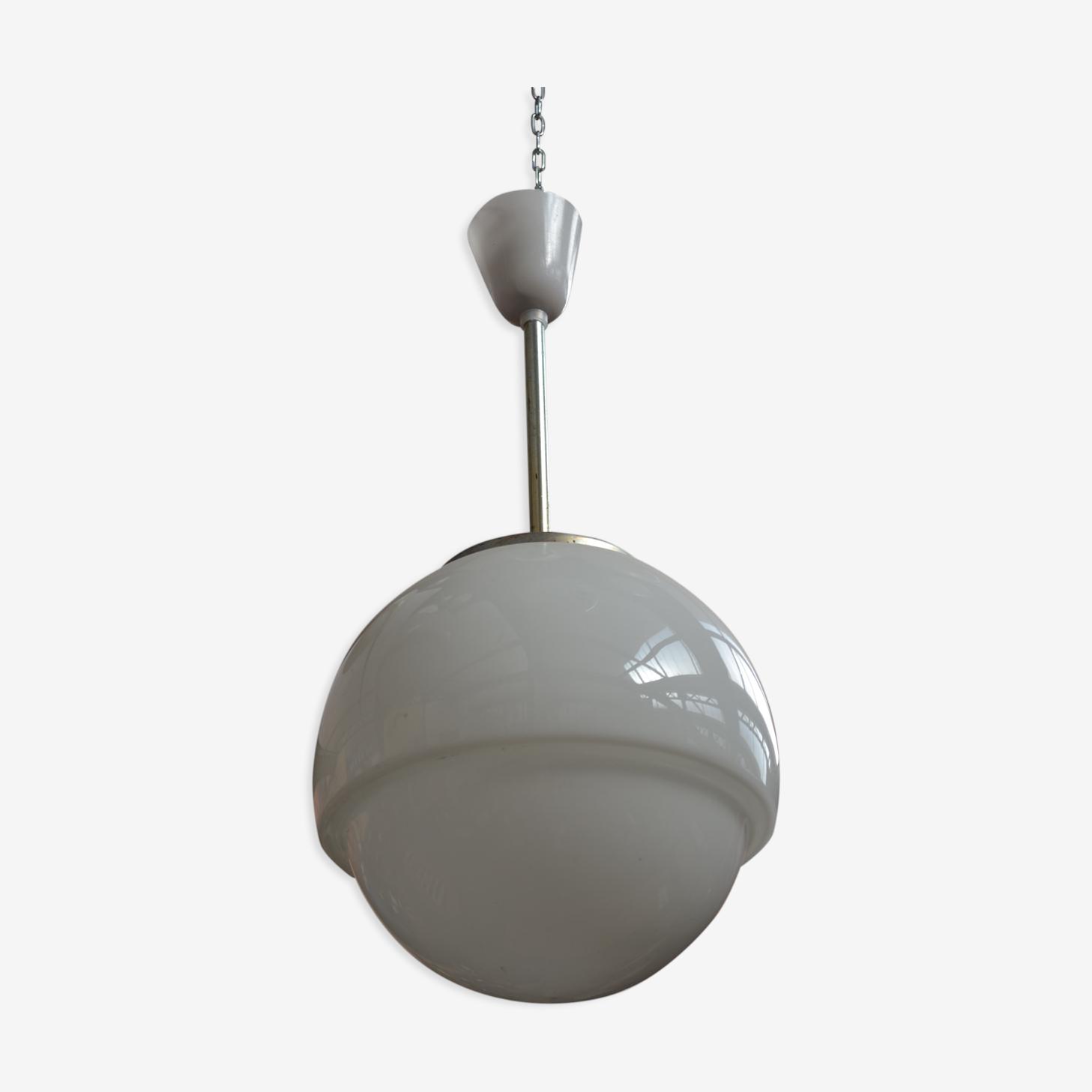 Suspension forme globe en opaline blanche