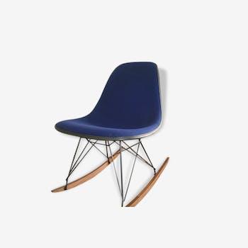Chaise à bascule rocking chair bleu eames herman miller