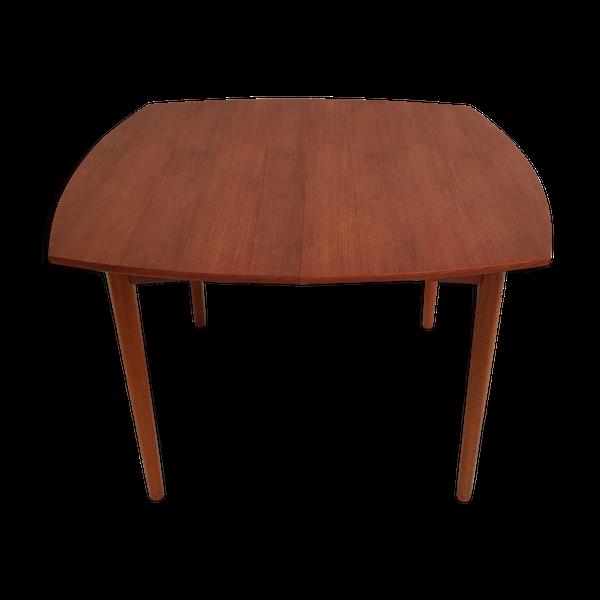 Table à repas scandinave carrée bord arrondi en teck des années 1960