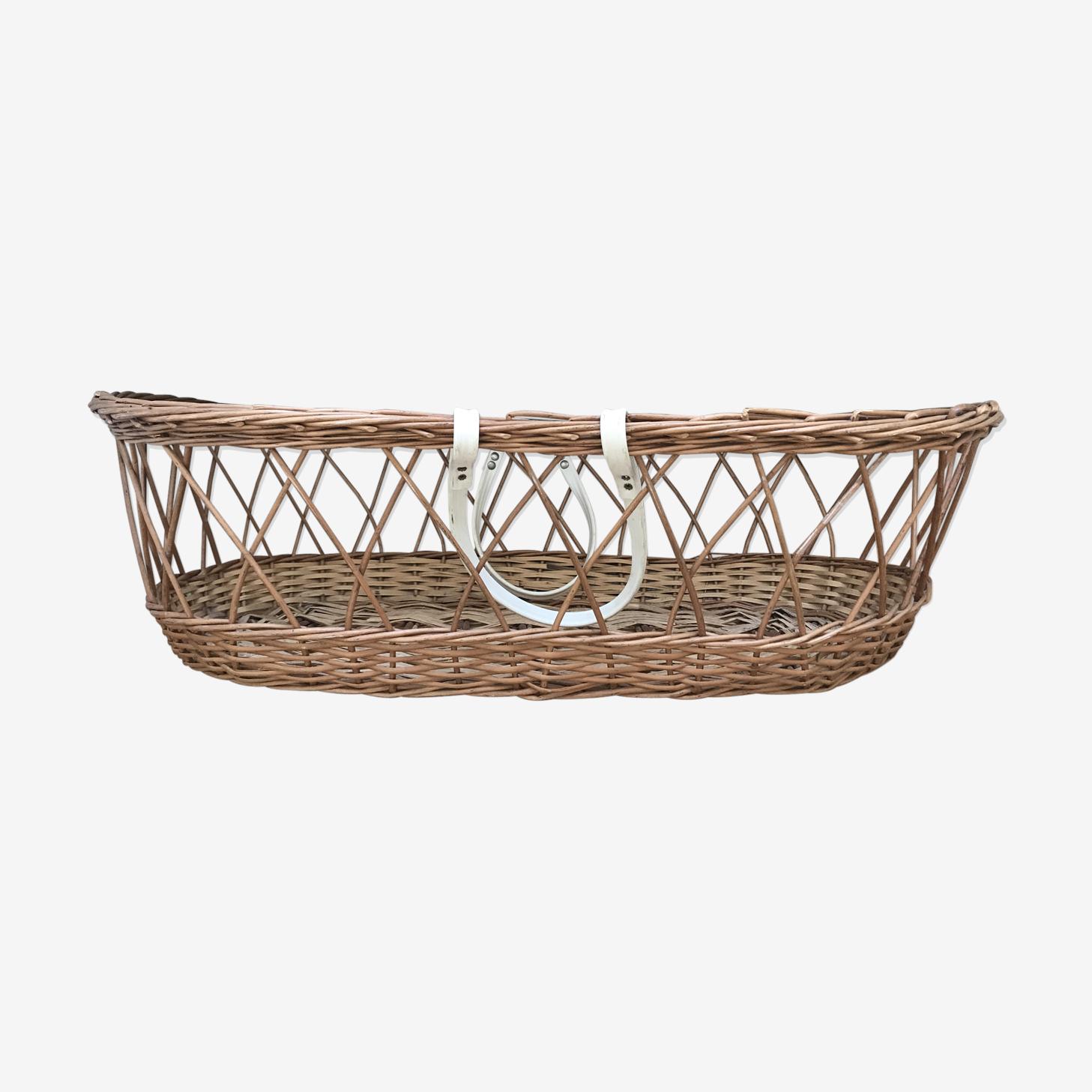 Wicker bassinet