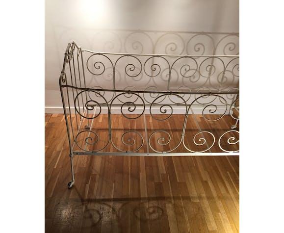 Canapé lit enfant vintage en fer forgé