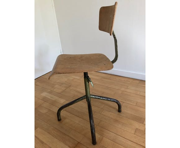 Industrial chair adjustable in height