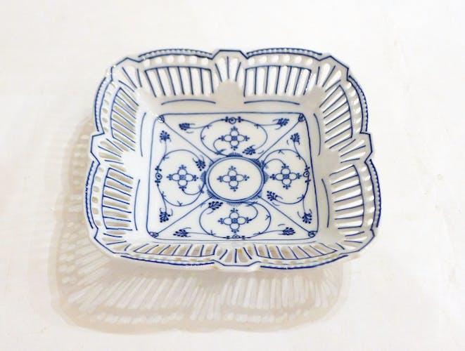Coupelle ajourée en porcelaine décor Copenhague début XXème