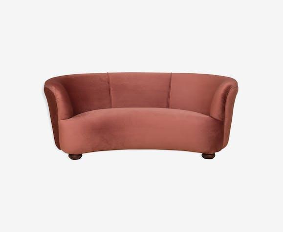 Canapé en velours rose foncé