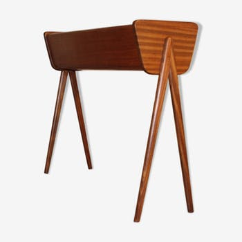 cache pot scandinave tripode teck marron scandinave. Black Bedroom Furniture Sets. Home Design Ideas