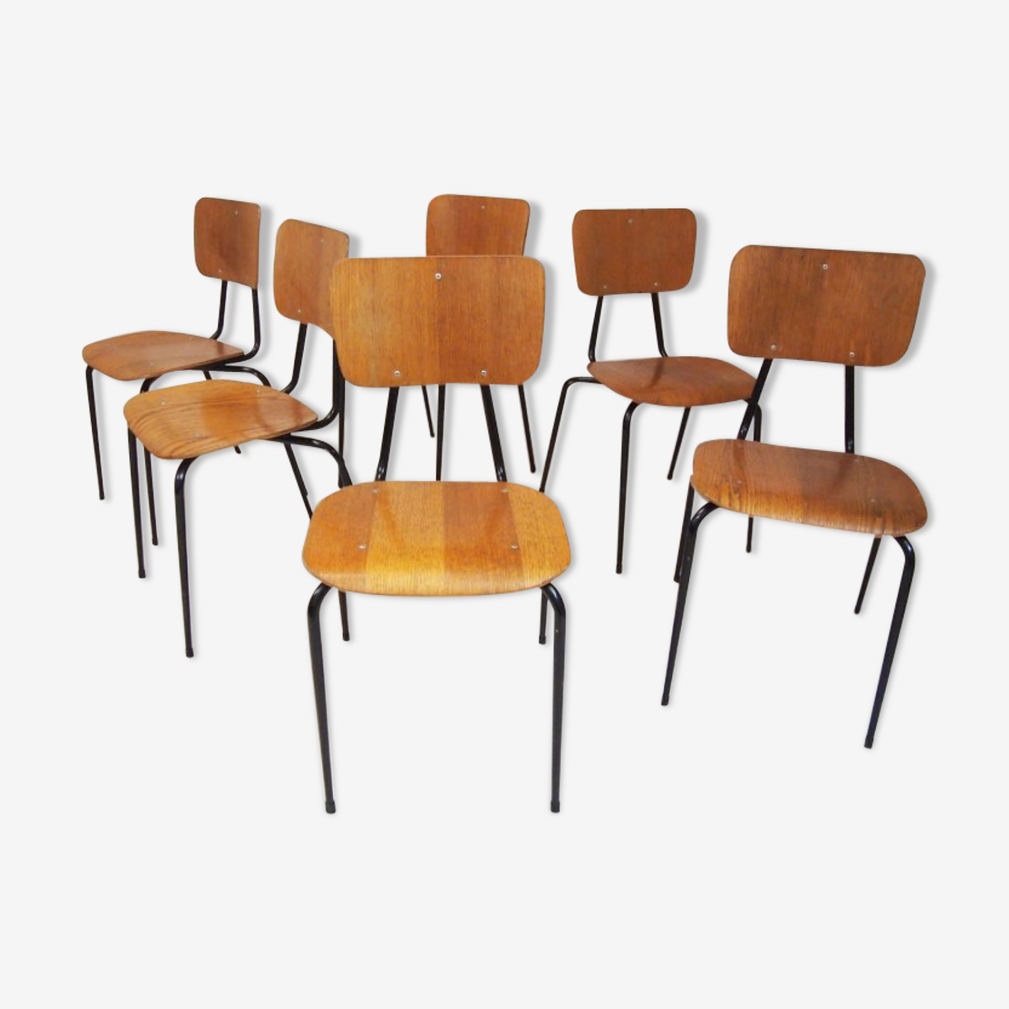 Ensemble de six chaises empilables Niels Larsen