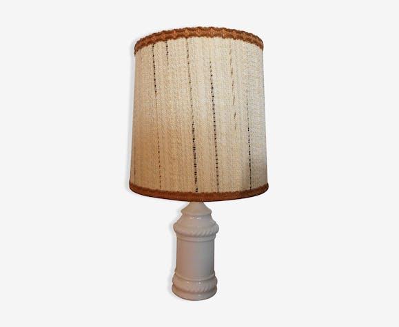 Lampe de table avec pied en porcelaine moulée