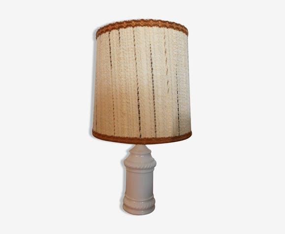 With foot molded porcelain table lamp
