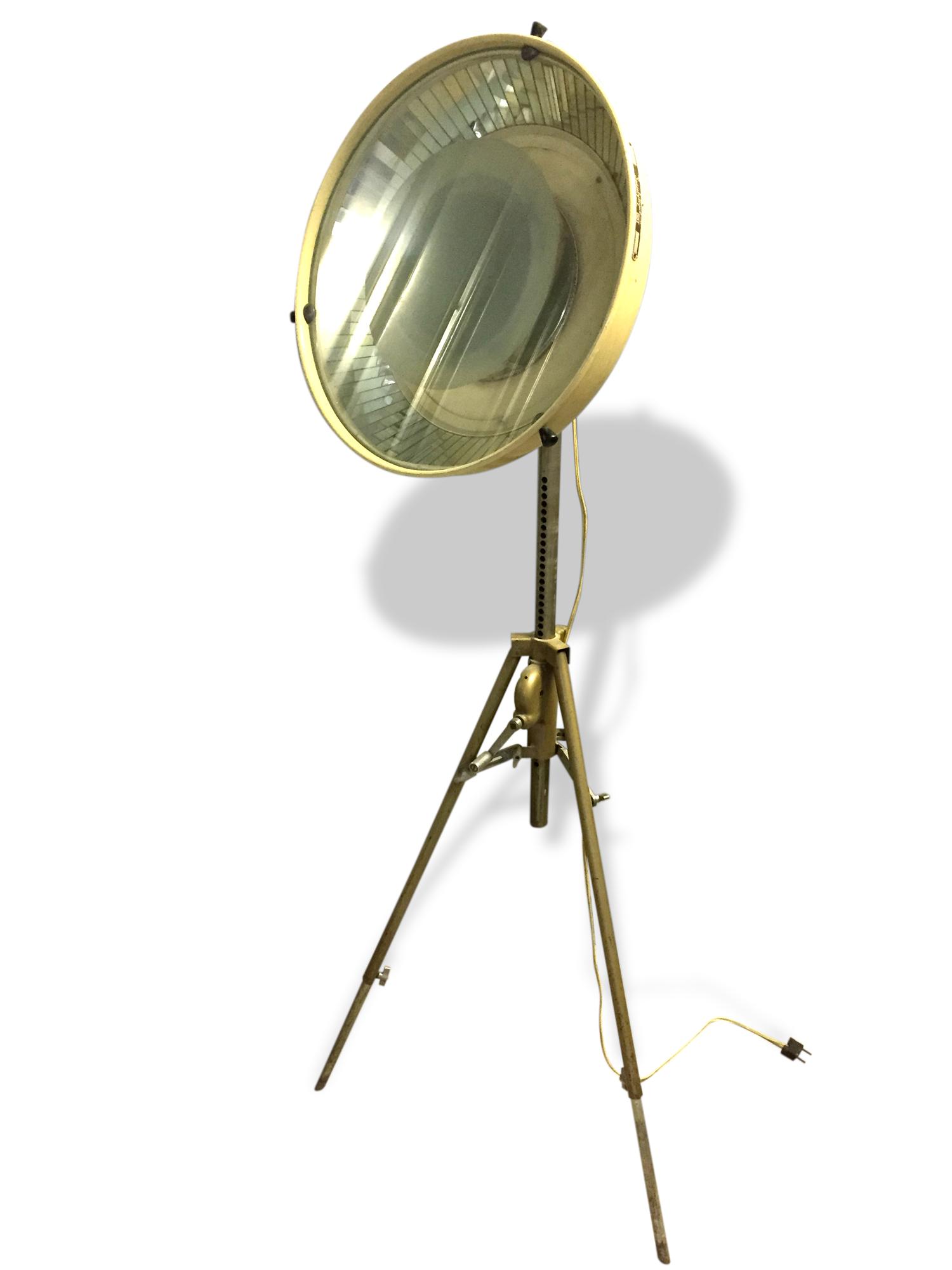Lampe Scialytique sur pied réglable
