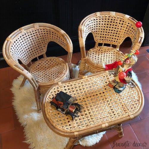 Ensemble fauteuils et table en rotin pour enfant