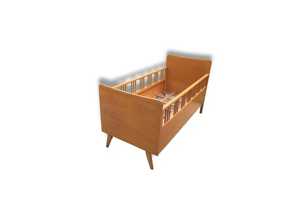 ancien lit b b enfant barreaux vintage 1950 pieds compas bois mat riau bois couleur. Black Bedroom Furniture Sets. Home Design Ideas