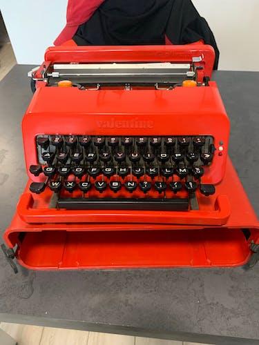 Machine à écrire Olivetti Valentine s