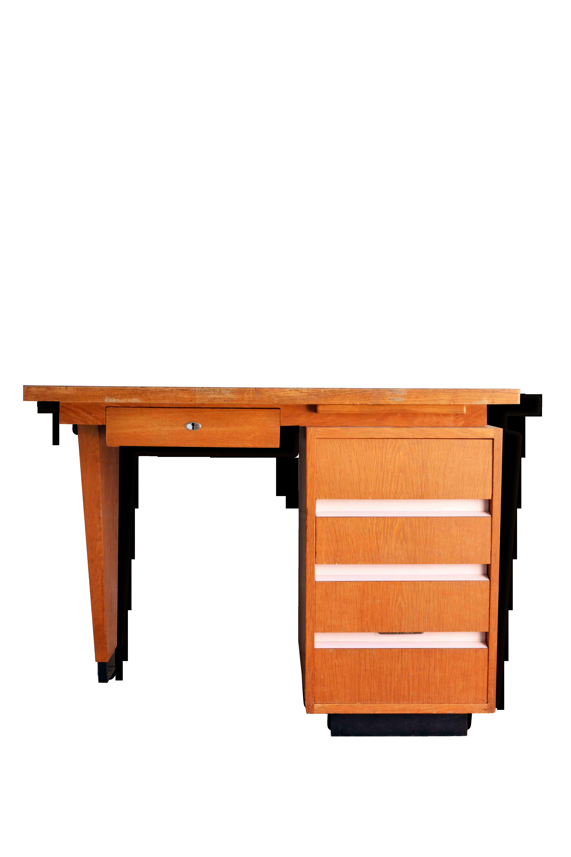 Bureau ancien en bois et formica rose bois matériau rose
