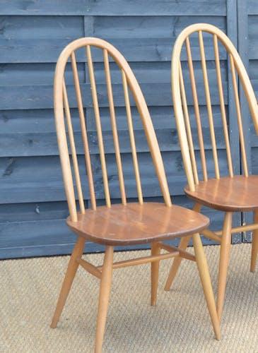 Série de quatre chaises par Lucian Ercolani