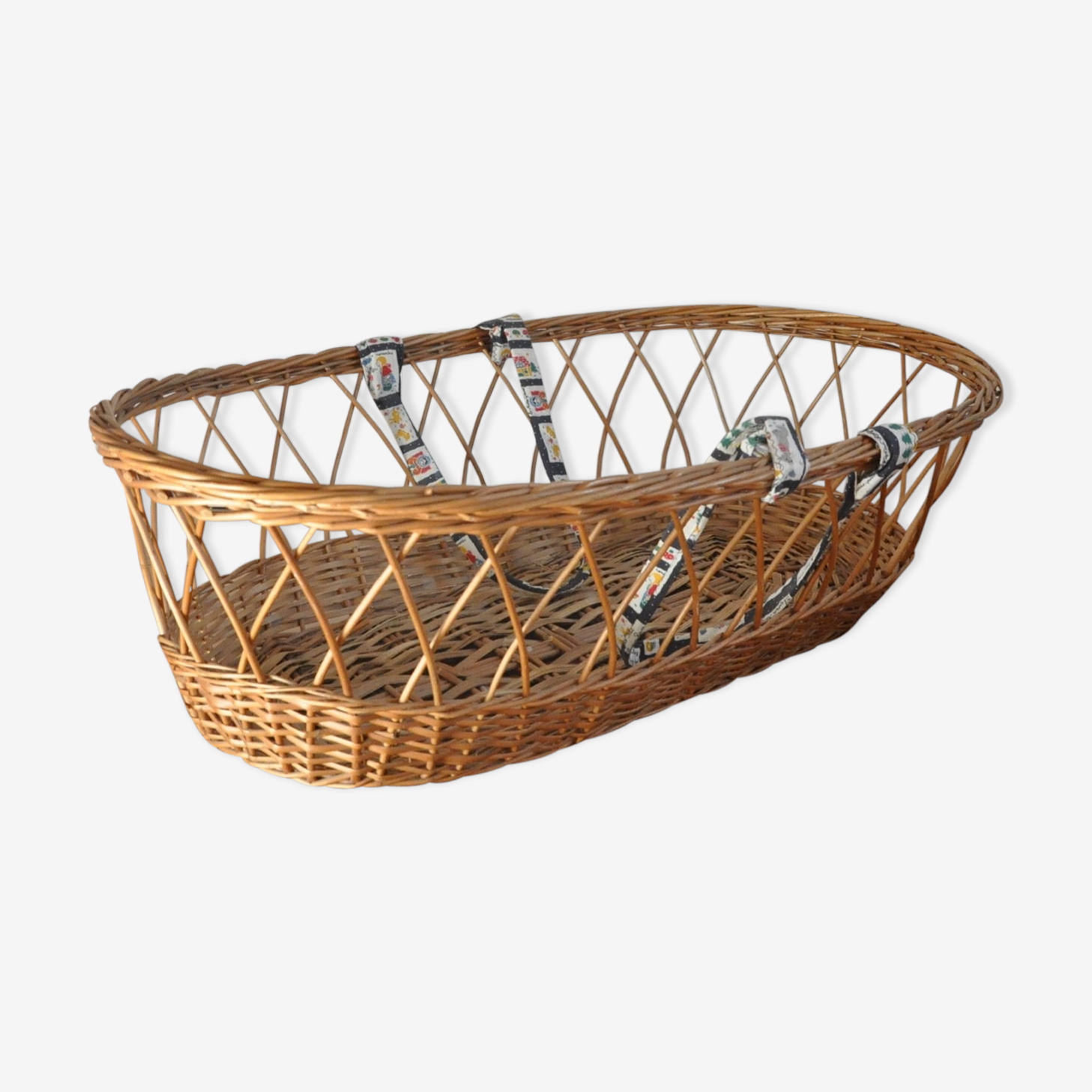 Rattan and wicker bassinet