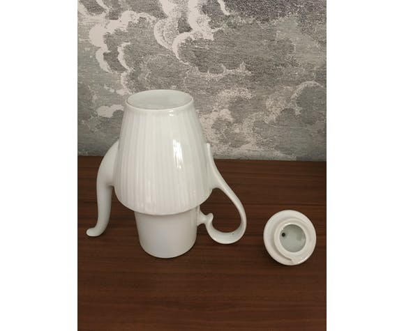 Théière blanche en céramique
