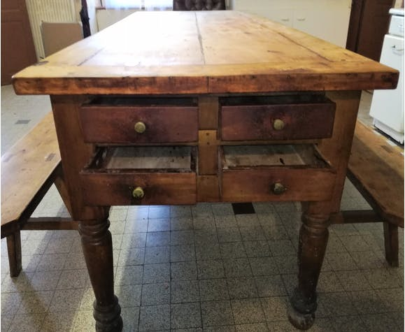 Auvergne farm table with bread drawer, extension cord and 4 drawers