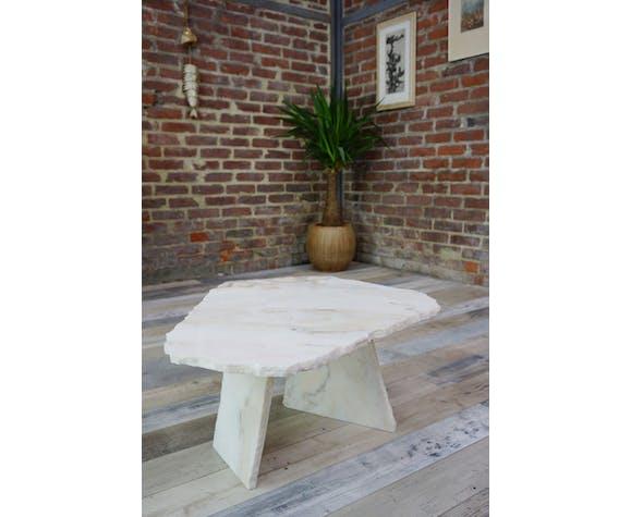 Table basse en marbre design brutaliste