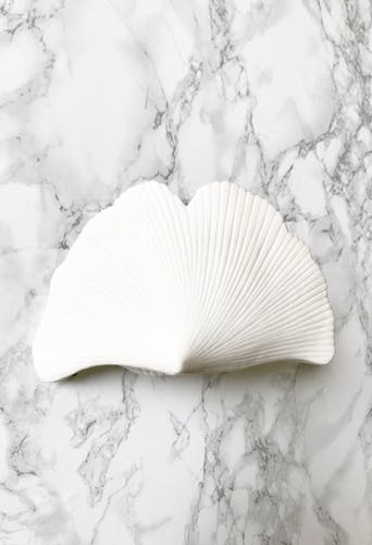 White porcelain biscuit photophore made of gingko leaves