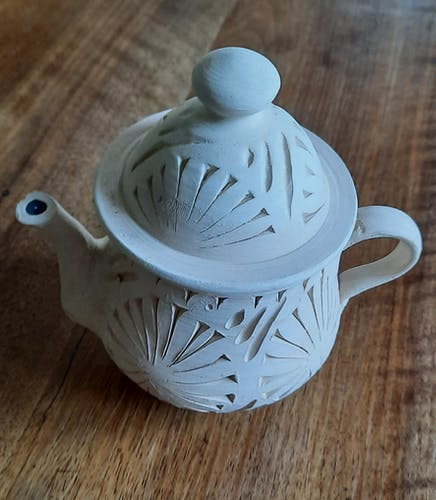 Service a thé en terre cuite sculptée