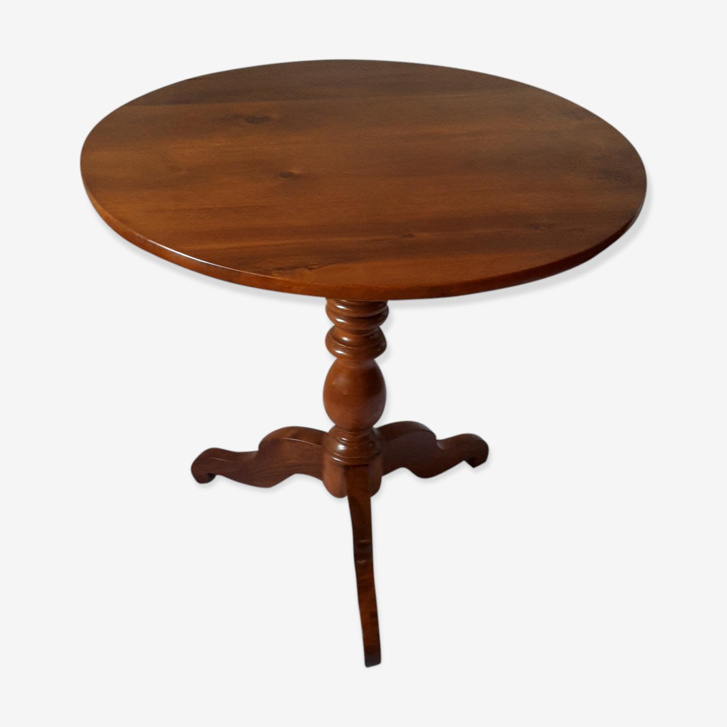 Table ronde en noyer XIX