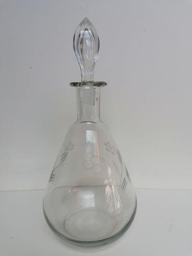 Carafe verre ancien ciselé