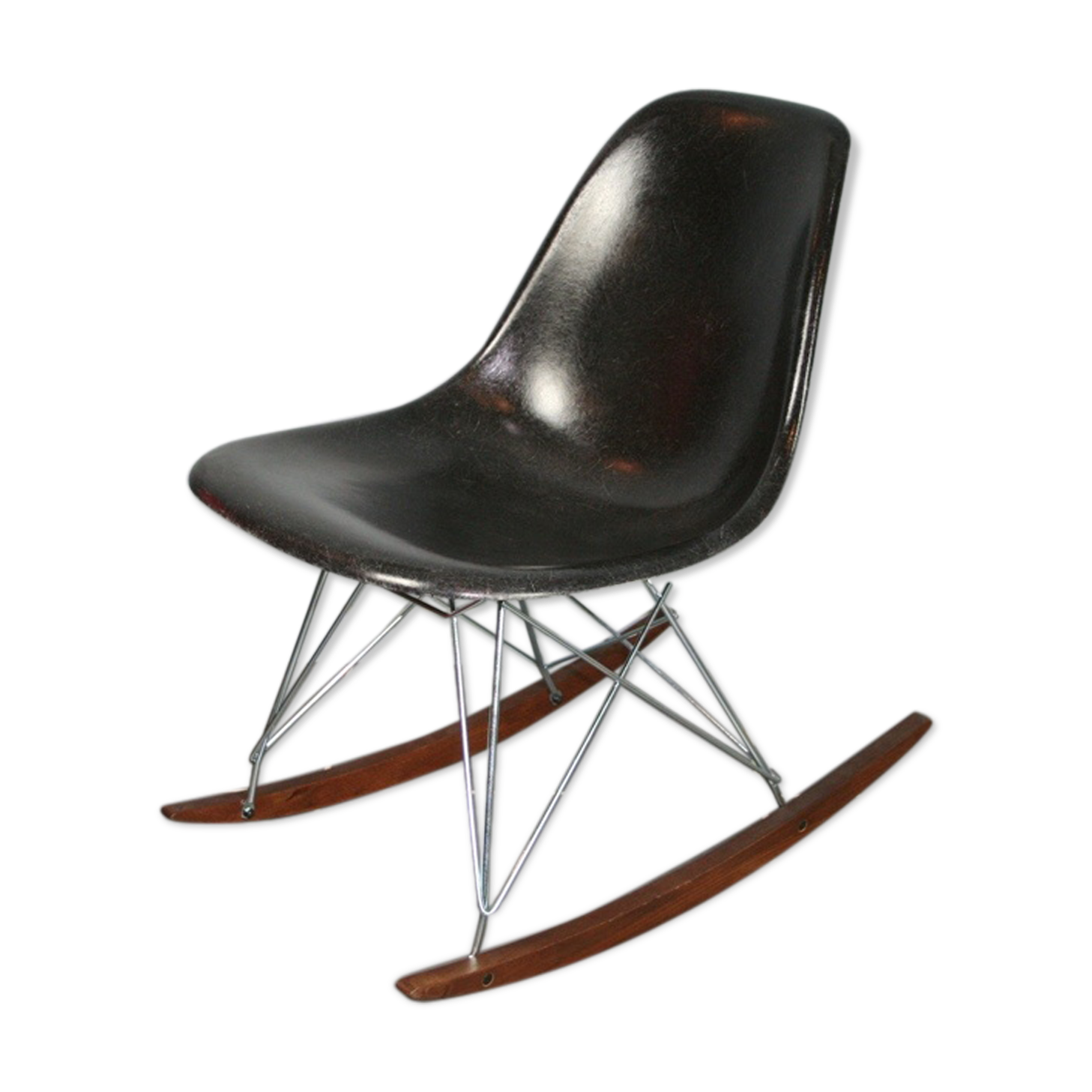 chaise a bascule eames good eames des chutes de poutres. Black Bedroom Furniture Sets. Home Design Ideas