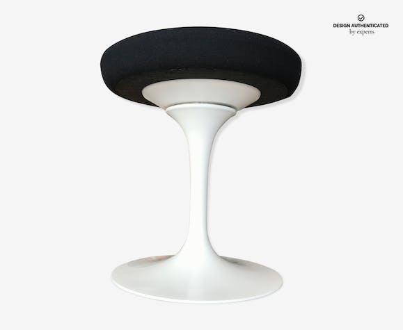 Stool by Eero Saarinen Knoll studio edition
