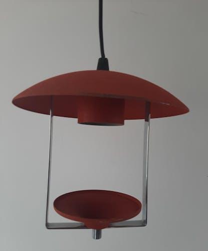 Suspension en metal rouge orangé