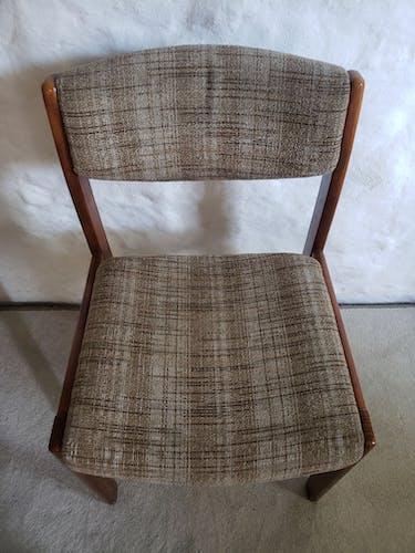 4 chaises des années 70